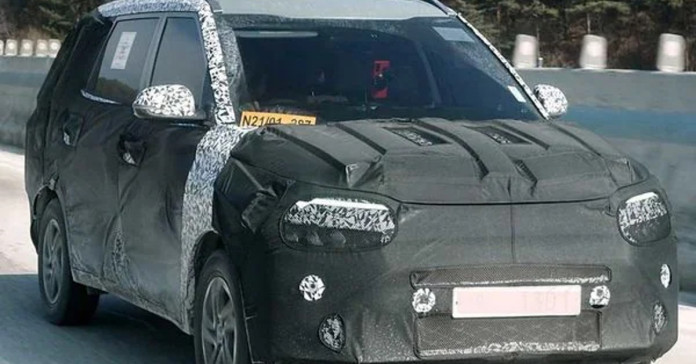 Kia new 7 seaters SUV spotted testing in India.